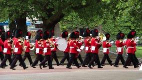 Der Soldat der Königin an Geburtstags-Wiederholung Parade der Königin stock footage