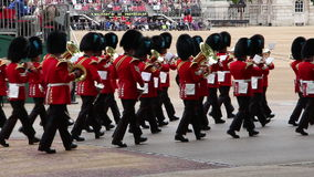 Der Soldat der Königin an Geburtstags-Wiederholung Parade der Königin stock video