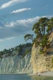 Der Sommerseestrand Die Küstenlinie auf der Seeküste, mit einem Hoch Lizenzfreies Stockbild