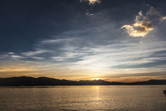 Der Sonnenaufgang auf dem Erhai See Stockbild