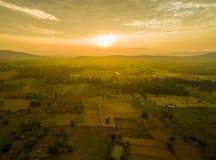 der Sonnenaufgang in den Bergen Stockfotos