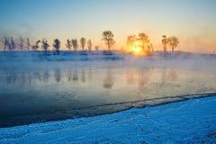 Der Sonnenaufgangflußufer Stockbild
