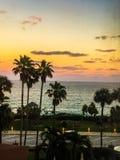 Der Sonnenuntergang über dem Ozean Stockfotografie