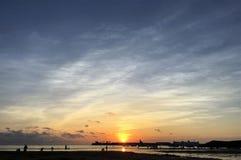 Der Sonnenuntergang auf kleinen Rocky Island Park in Weihai, Shandong Provinz, China Stockbilder