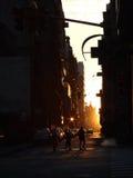 Der Sonnenuntergang in der großen Stadt Stockfotos