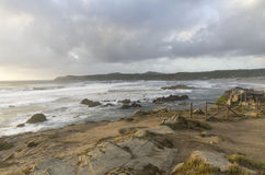 Der Sonnenuntergang durch das Meer Lizenzfreie Stockbilder