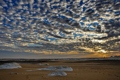 Der Sonnenuntergang in einer Wüste Lizenzfreie Stockfotos