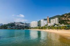 Der sonnige Tag an der Repulse-Bucht, der berühmte allgemeine Strand in Hong Kong Lizenzfreie Stockfotos