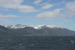 Der Spürhundkanal, der die Hauptinsel des Archipels von Tierra del Fuego und von Beiliegen der Süden der Insel trennt Stockbild