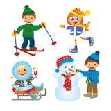 Der Spaß der Kinder im Winter Lizenzfreies Stockfoto
