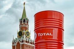 Der Spasskaya-Turm und das GESAMTfaß Lizenzfreie Stockfotografie