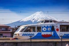 Der spezieller Nahverkehrszug gemalte Mt fuji Stockfoto