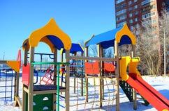 Der Spielplatz der Kinder mit Dias Stockbild