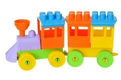 Der Spielzeugzug vom Designer auf einem Weiß lokalisierte Hintergrund Stockfoto