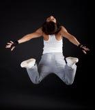 Der Sportswoman springend während ihres Trainings Stockbild