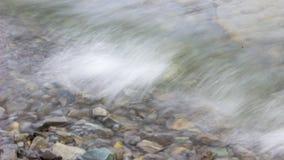 Der Spray durchgebrannt von den Wellen Stockbild