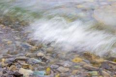 Der Spray durchgebrannt von den Wellen Stockfoto