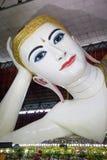Der stützende Buddha auf Myanmar Stockfoto