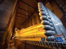 Der stützende Buddha bei Wat Pho, Bangkok, Thailand Lizenzfreie Stockfotos