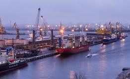 Der St- Petersburghafen der Abend Stockfotografie