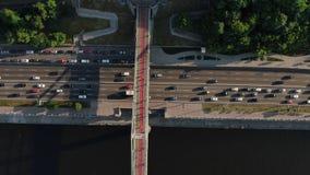Der Stadt-Hauptverkehrszeit der Autobahn beschäftigte Staulandstraße des starken Verkehrs Vogelperspektive des Fahrzeugschnitts,  stock video