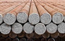 Der Stahlknüppel im Fabriklager Stockfotografie
