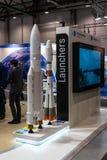 Der Stand des ersten Handelsprodukteinführungsdienstleisters Arianespace und der Modelle der Raketen Soyuz und Ariane 5 lizenzfreie stockfotos