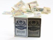 Der Stand mit zwei Einsparungensbüchern aufrecht auf einem unscharfen Hintergrund von S Lizenzfreie Stockfotos