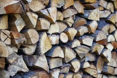Der Stapel des Brennholzes lizenzfreie stockfotografie