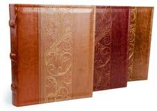 Der Stapel von drei Fotobüchern auf weißem backround Stockfotografie
