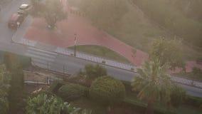 Der starke Nebel, der herein aus Afrika über Costa del Sol kommt, wird sehr dunkel stock video footage