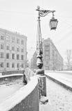Der starke Schneesturm in St Petersburg Demidov-Brücke Lizenzfreie Stockbilder