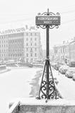 Der starke Schneesturm in St Petersburg Die Platte auf der Kokushkin-Brücke Lizenzfreies Stockbild