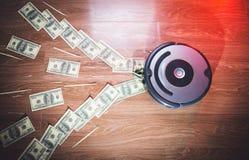 Der Staubsauger saugt das Geld Geld verschwindet stockbilder