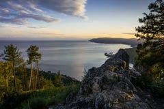 Der Stein von Chersky Baikal, Listvyanka lizenzfreie stockfotografie
