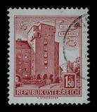 Der Stempel, der in Österreich gedruckt wird, zeigt Bild des Erdberg-Bereichs von Wien Stockbilder
