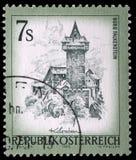 Der Stempel, der in Österreich gedruckt wird, zeigt Burg Falkenstein Stockfoto
