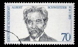 Der Stempel, der in DDR Ostdeutschland gedruckt wird, zeigt Albert Schweitzer Lizenzfreies Stockfoto