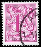 Der Stempel, der in BELGIEN gedruckt wird, zeigt Bild des Wappens des Königreiches Belgien Stockfotos