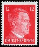 Der Stempel, der in Deutschland gedruckt wird, zeigt Bild mit Porträt von Adolf Hitler Stockfoto