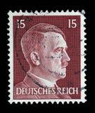 Der Stempel, der in Deutschland gedruckt wird, zeigt Bild von Adolf Hitler Stockbild