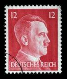 Der Stempel, der in Deutschland gedruckt wird, zeigt Bild von Adolf Hitler Stockfotos