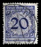 Der Stempel, der in Deutschland gedruckt wird, zeigt 20 Kennzeichen Lizenzfreies Stockbild