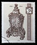 Der Stempel, der im Österreich gedruckt wird, zeigt Klammer-Uhr Lizenzfreie Stockfotografie