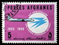 Der Stempel, der im Afghanistan gedruckt wird, zeigt 10. Jahrestag von Ariana Air Lines Stockfotos