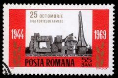 Der Stempel, der im Rumänien gedruckt wird, zeigt die Erinnerungs bewaffneten Kräfte Lizenzfreies Stockfoto