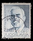 Der Stempel, der in Jugoslawien gedruckt wird, zeigt den 100. Jahrestag der Geburt von Josip Smodlaka Lizenzfreies Stockbild