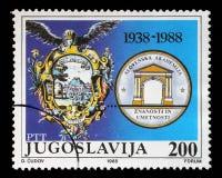 Der Stempel, der in Jugoslawien gedruckt wird, zeigt den 50. Jahrestag der slowenisch Akademie für Künste und Wissenschaften Lizenzfreie Stockfotos