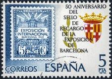Der Stempel, der in Spanien gedruckt wird, zeigt 50. Jahrestagsausstellung von Barcelona Lizenzfreie Stockfotos
