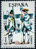 Der Stempel, der in Spanien gedruckt wird, zeigt Sergeant und Grenadier Toledo 1750 Lizenzfreies Stockfoto
